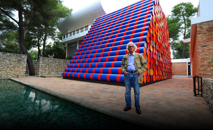 Christo, a popular landmark wrapping artist, died at the age of 84