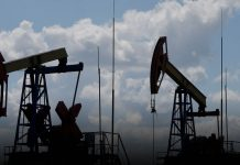 Oil prices stay constant as the tropical storm hit the United States
